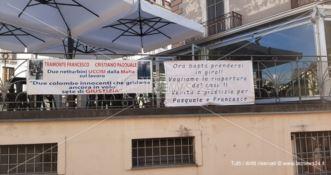 «Il caso sia riaperto»: striscioni a Lamezia per i due netturbini uccisi