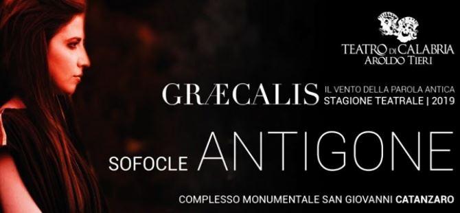 La locandina di Antigone