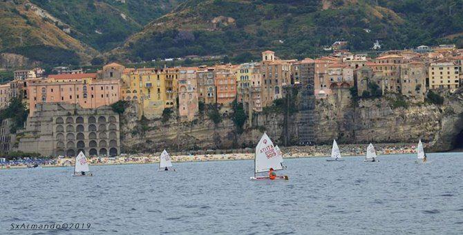 La regata a Tropea (foto Alberto Biblioteca)
