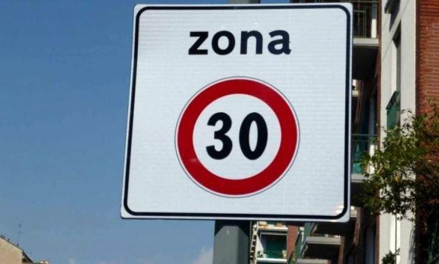 Limiti di velocità davanti alle scuole