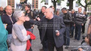 Cosenza, i No Metro dal prefetto: «Vogliamo il referendum sull'opera»