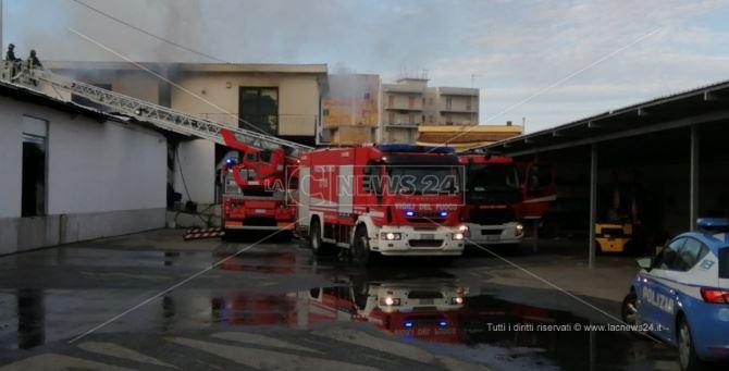 Incendio in un deposito giudiziario a Reggio