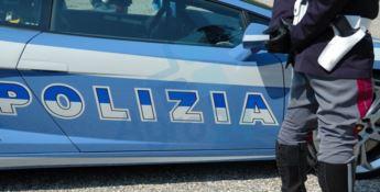 Angeli in divisa, minaccia di gettarsi dal balcone: poliziotti lo salvano
