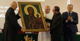 Dalla Polonia a Crotone, la città abbraccia l'icona della Madonna di Czestochowa