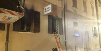Rogo nella sede della polizia locale a Mirandola, morte due donne