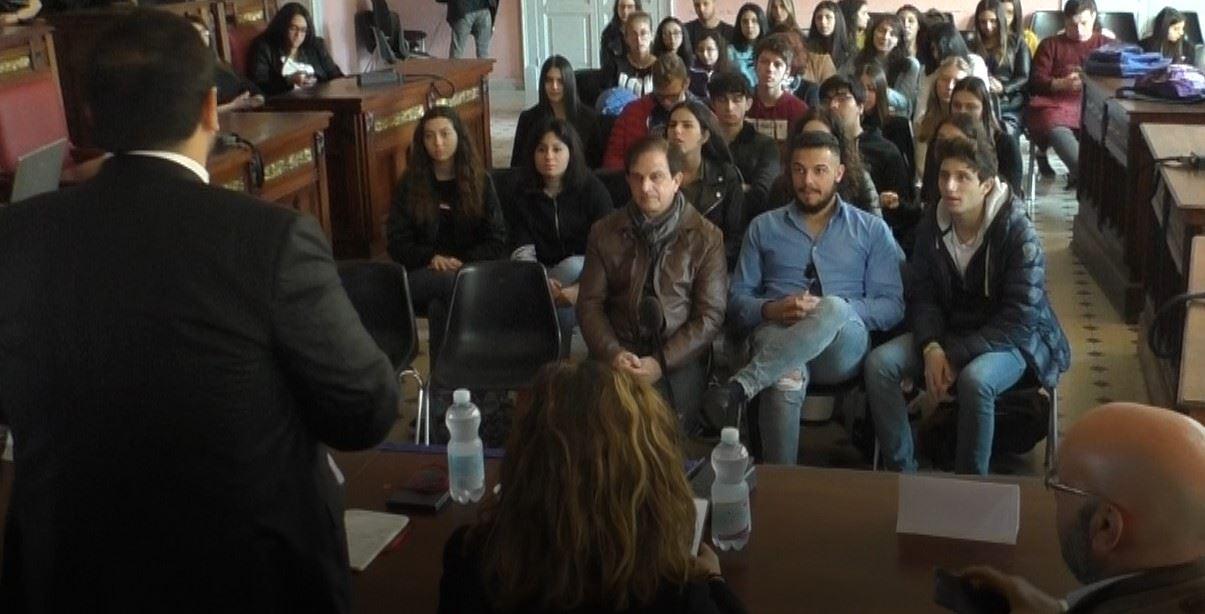 Palmi, gli studenti celebrano l'Europa: «È il nostro Paese»