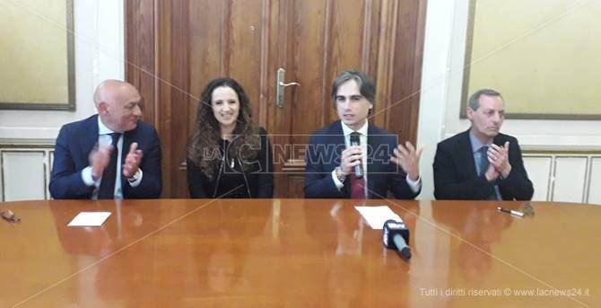 La presentazione in conferenza stampa