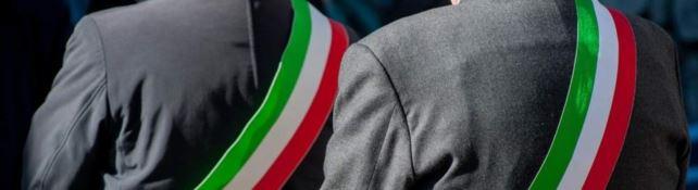 Alla politica calabrese non piacciono le fusioni dei Comuni: i tranelli della nuova legge