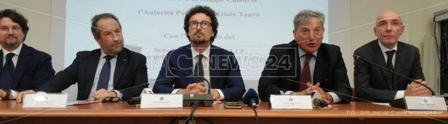Il ministro Toninelli torna a Gioia Tauro. «Fuori la 'ndrangheta dal porto»