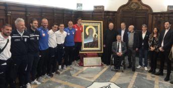 La nazionale di calcio polacca amputati nella cattedrale di Crotone