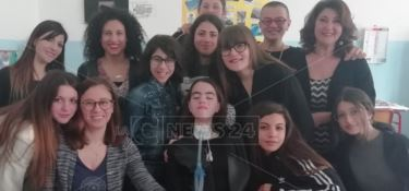 In gita con Marica, compagni come fratelli per la studentessa sulla sedia a rotelle