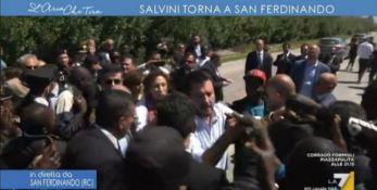 I migranti acclamano Salvini