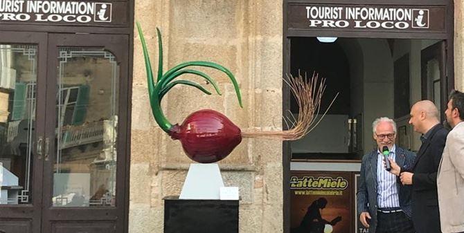 inaugurazione scultura Carta