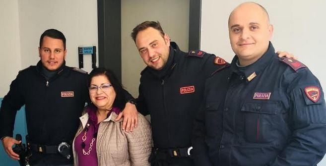 La borsa rubata restituita dai poliziotti