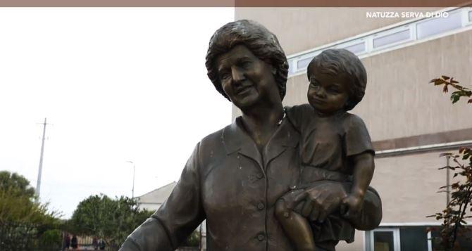 Una statua di Natuzza Evolo