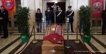 Commozione e lacrime per l'ultimo saluto a Giacomo Battaglia