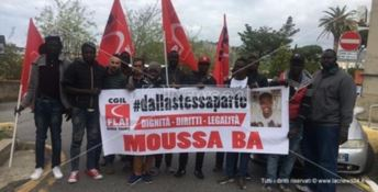 L'ultimo saluto a Moussa, la salma del migrante rientra in Senegal