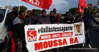 L'ultimo viaggio di Moussa Ba morto nel rogo della baraccopoli