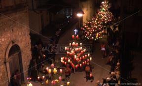 La Naca di Davoli, cinquemila lanterne illuminano la notte del venerdì santo