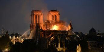 Notre Dame, cattedrale danneggiata ma salva. Parte la colletta per ricostruire