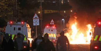 Tensioni in Irlanda, giovane reporter muore durante gli scontri