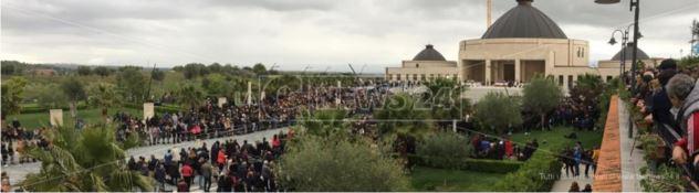 Paravati abbraccia i figli spirituali di Natuzza, in migliaia per l'avvio della causa di beatificazione