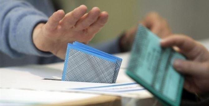 Elettori alle urne