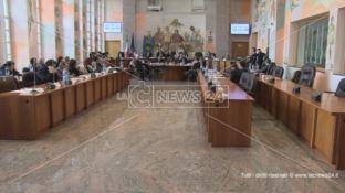 Cosenza, scontro in consiglio comunale sui debiti di Occhiuto