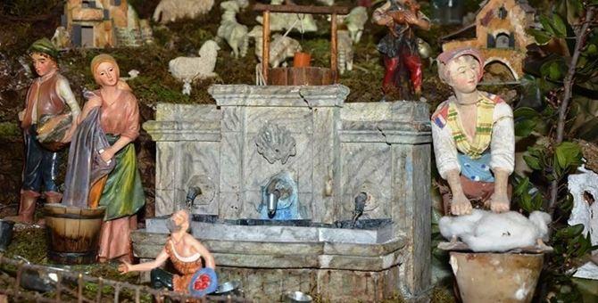 Un particolare del presepe allestito nella chiesa di San Sebastiano, a Pizzo