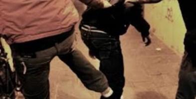 Aggredito e derubato a Catanzaro da due razzisti attaccabrighe: arrestati