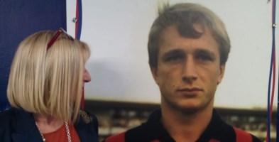Donata Bergamini con la foto del fratello Denis