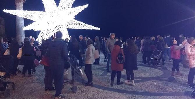 Una piazza di Tropea affollata - Foto tratta dal web
