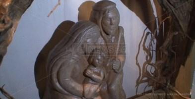 I presepi dal mondo e l'arte del legno di Cataldo Viscomi in mostra a Soverato
