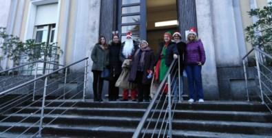 Doni ai piccoli pazienti, la magia del Natale fa tappa all'ospedale Pugliese