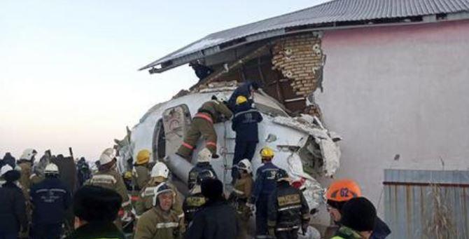L'aereo caduto ad Almaty (foto Ansa)