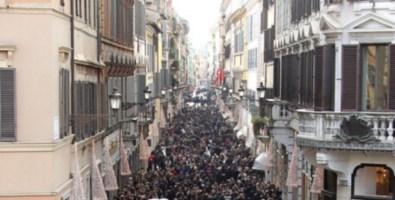 Italiani ansiosi e incerti vogliono «un uomo forte al potere». Razzismo in crescita