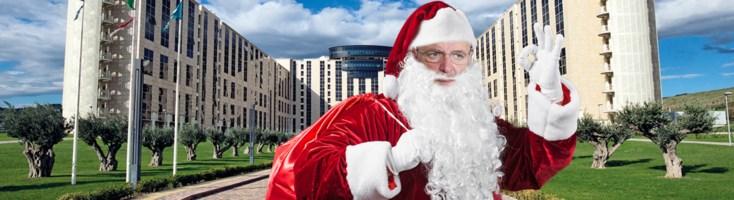 Oliverio come Babbo Natale: pacco