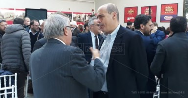 Nicola Zingaretti nello stabilimento di Pippo Callipo
