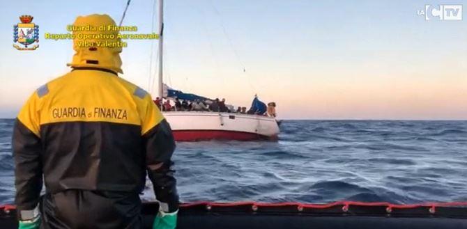 Imbarcazione con migranti