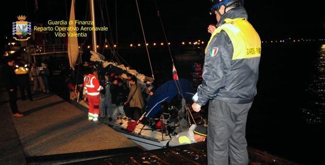 I migranti approdati a Corigliano