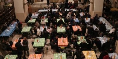 """Una """"tavola della speranza"""": cena speciale per 4mila persone bisognose"""