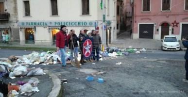 Protesta a Cosenza per i rifiuti