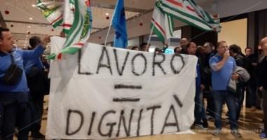 La protesta dei lavoratori Carrefour di Crotone si sposta al Due Mari