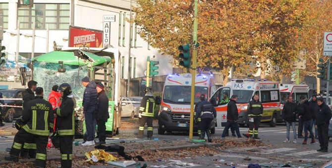 I soccorritori giunti sul luogo dell'incidente