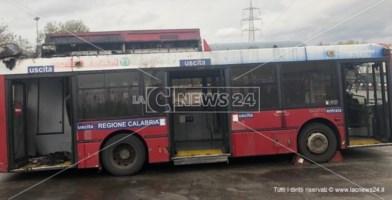 Cosenza, principio di incendio su un bus dell'Amaco