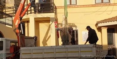 Rimossa la statua donata dalla cosca, il sindaco: «Non è un paese di mafiosi»