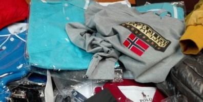 Cosenza, ha in casa 5000 capi di abbigliamento griffati: arrestato per ricettazione