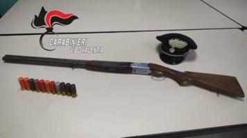 Armi e munizioni nascosti in un autoarticolato, due arresti