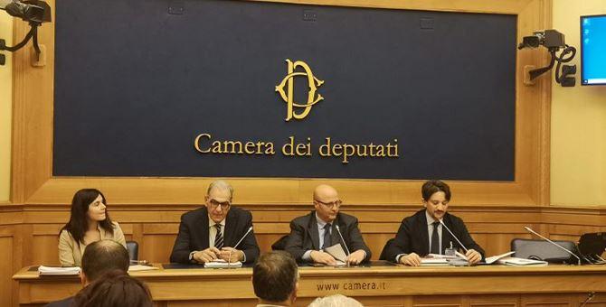 I presenti alla camera per la discussione della proposta