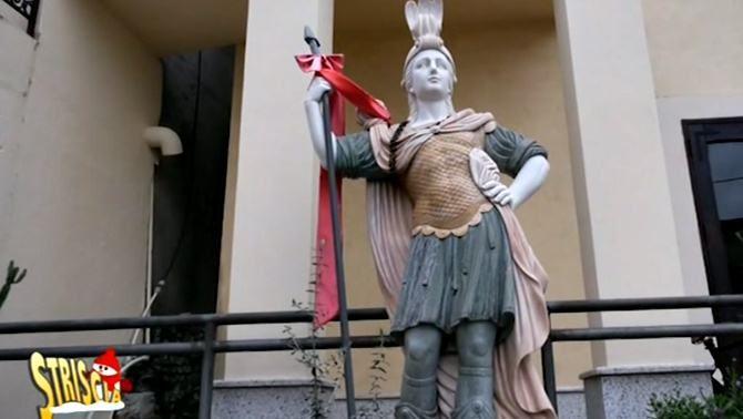 La statua di SantìAgazio ora rimossa